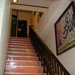 ムガル - 当店は2階にある為、この階段をお上がりください。