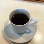 ラーメン角萬 - サービスのコーヒー
