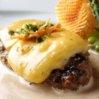 自慢のチーズハンバーグ