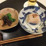 25897345 - 焼きくるみ豆腐 大徳寺納豆 飯蛸 蕨 菜の花