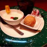 ナノリン - デザートの杏仁豆腐と胡麻団子、ドリンクはコーラを頂きました。