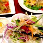 ナノリン - サラダは色んな野菜でシャキ〜ッとしてて彩りも鮮やか!サッパリとしたドレッシングで旨旨〜♪