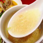ナノリン - 玉子スープはゴマの風味がホンワカと香りアッサリとしたスープです。お代わり1杯はサービス