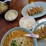くるまやラーメン  - 料理写真:写真に写っている料理全てで¥1240!ラーメン二杯、ライス二つ、餃子二皿(^^)