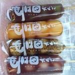 松屋清風庵 - 豆大福の写真は一気に食べてしまったので無いんです。団子の写真を載せます。