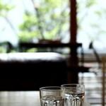 ジェイエスパンケーキカフェ - ソファー席のテーブル
