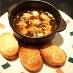 祇園はじめ - スペイン料理の定番、アヒージョ・マッシュルーム!680円
