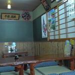 太郎鮨 - 店右側の小上がり席