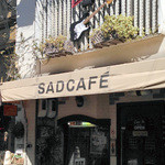 サッドカフェ - 2F壁面にはストラトキャスターが