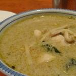シーサッチャナーライ - 料理写真:ケェーンキャオワーンカイ(鶏肉入りグリーンカレー)