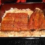25917990 - これが、うな重(まむし)!ご飯の中にも鰻の蒲焼きが入っていました。