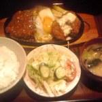 25918943 - ハンバーグと白身魚フライ 880円也(税別)