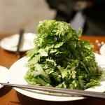 ビストロ カルネジーオ - これが美味い!春菊のサラダ!