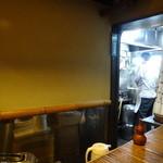 黒うどん 山長 - 厨房を望む
