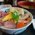 25921833 - 海鮮豊洲丼 800円。