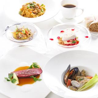 季節の旬の素材をふんだんに使用したお料理をご用意いたします。