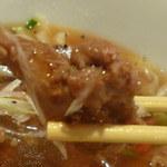上海モンナリーサ - 柔らかく煮込まれた鶏肉がごろごろ