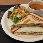 Culfe - ホットサンドプレートセット:ポークジンジャーさん°(+¥46)にサラダとスープはオマール海老のビスクと本格的^^;