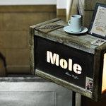 モール&ホソイコーヒーズ - 地下に続く入り口