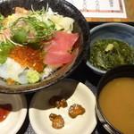 25930258 - 北海道海鮮丼:950円