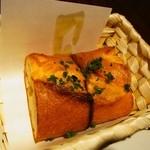 ラフファン - アヒージョにはパンが2切れついてきました