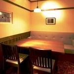 入母屋 - ■【新富 しんとみ】…2名様~4名様用 親しい方とのご会食や、チョットしたご商談などにご利用いただける小個室です。 同じタイプの個室は「新富」の他にも、全部で7部屋ご用意致しております。
