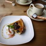 MOKU cafe - イチジクとクルミとプルーンのタルト