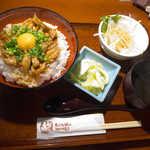 赤から - せせり辛味噌丼(¥600)。店内も落ち着いているし、CPは相当良い!