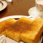 楡 - ウィンナーコーヒー (700円), シナモントースト (+200円)