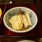 さんるーむ - 湯葉とお揚げの炊いたん。