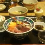 鮮味食彩 宇佐川水産 - 海鮮丼¥1,100.-魚が新鮮