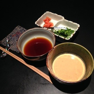 ポン酢と胡麻ダレの2種の自家製付けダレ