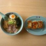 永華 - 料理写真:ラーメンと三個餃子
