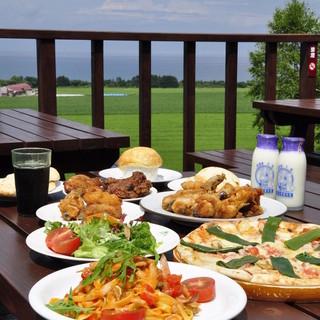 噴火湾を一望する雄大な景色の中でお食事をお楽しみください!