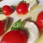 オッジ - 料理写真:カプレーゼ
