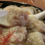 広州市場 五反田店 - 黒豚わんたん麺 ボリューム満点 うまい