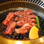 みき家 - 三種類のお肉を焼いています