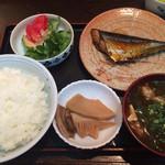 くいしん坊 - 料理写真:定食 ¥680 冷奴もつきます