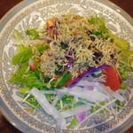 蕗の薹 - 10種の野菜にじゃこをごま油でぱりぱりにしてごまをと添える。 600円