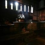 田島本館 - 料理写真:釜でご飯を炊いてました。