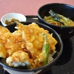 天丼やトップライト - 「旬の天丼」と平麺 1250円。