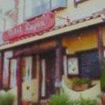 プチラパン - 目を引く赤い看板