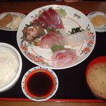 2600161 - 地魚の刺身盛り合わせ定食1980円