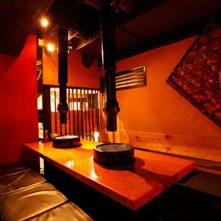 間接照明で落ち着いた個室席、半個室席を各種ご用意しております