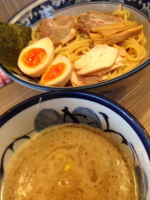 秋葉原つけ麺 油そば 楽 - 鶏魚介スープでスタンダードな味玉つけ麺