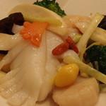 中国薬膳料理 星福 - ランチメニュー一番人気 ブロッコリーと三種海鮮炒め