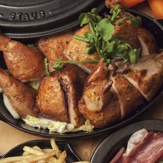 自慢の国産銘柄鶏のローストチキン