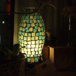 コーヒーショップラルゴ - 窓際の灯り