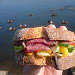 2602784 - ライ麦サンド(パストラミビーフ) 鴨も集まるこの美味さ!