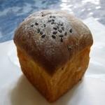 パンやきどころ RIKI - 生クリームあんぱん ¥190+税